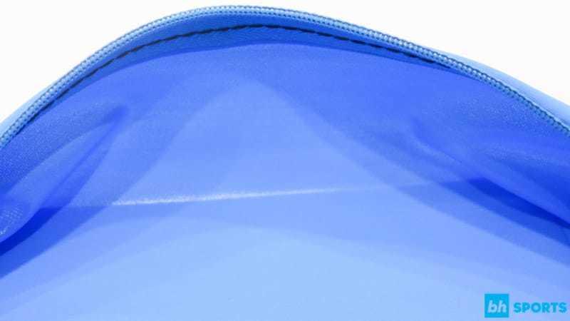 Sử dụng chất liệu chống thấm nước, bảo vệ điện thoại an toàn khỏi mồ hôi
