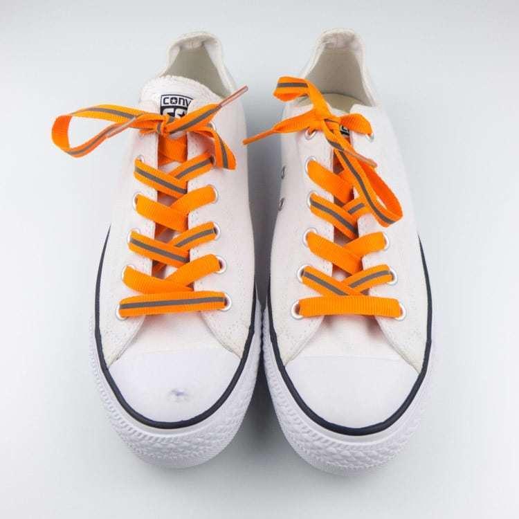 Dây giày trong điều kiện đủ sáng